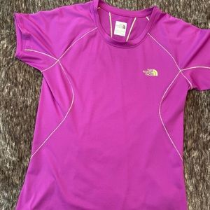Woman's small size north face T-shirt
